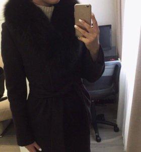 Зимнее пальто с воротником из меха чернобурки