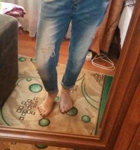 Драные джинсы