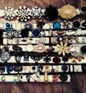 Брошки, кольца и браслеты