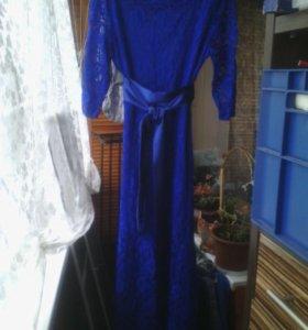 Платье кружевное в пол.