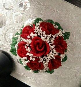 Цветы из бисера в вазе