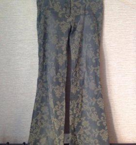Джинсы / брюки с цветочным принтом