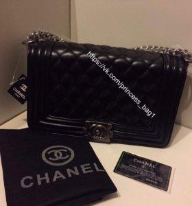 Женская чёрная сумка Chanel boy