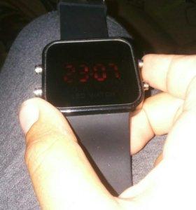 Led watch часы