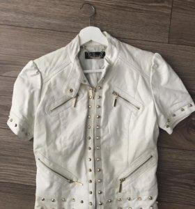 Кожаная короткая куртка