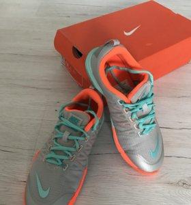 Женские кроссовки Nike, р-р 38,5