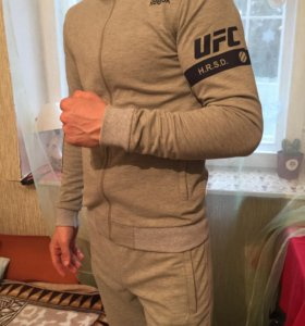 Спортивный костюм брендовой марки Reebok UFC