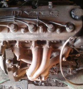 Двигатель f20b