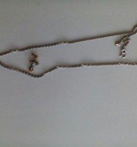 Золотой крестик на серебряной цепочке