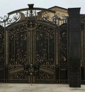 Бетонные столбы. Кованные ворота