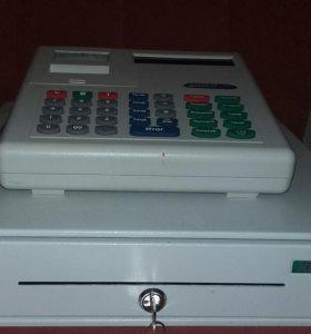 Чекопечатающая машинка и ящик для денег