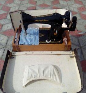 Швейная машинка Подольск с чемоданом
