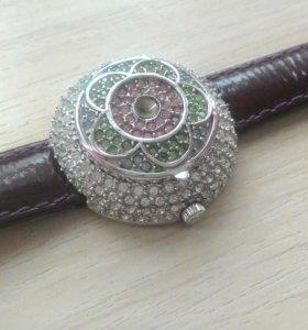 Часы наручные женские la chic сваровски перламутр