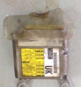 Блок sensor air bag Toyota rav4 lll