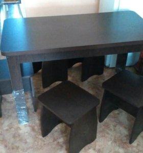 Новый обеденный стол с табуретками