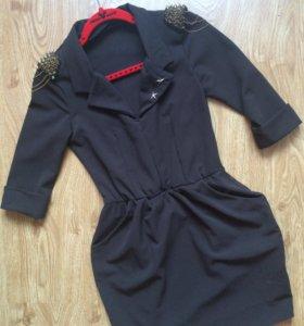 Платье с шипами и цепочками
