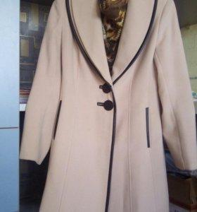 Пальто кашемировое, б/у немного.Отличное состояние