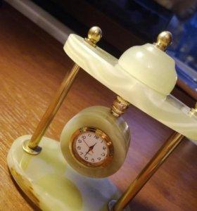Часы из природного оникса