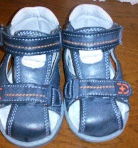 Новые сандалии 21 размер