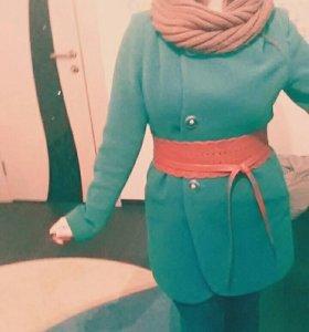 Пальто изумрудного цвета