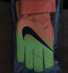 Перчатки вратарские футбольные NIKE