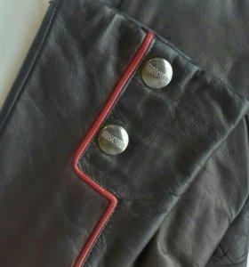 Кожаные перчатки Moschino