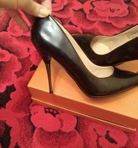 Туфли новые лаковые