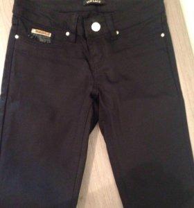 Брюки джинсы versace
