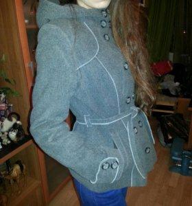 Короткое пальто.