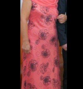 Платье кораллового цвета в пол