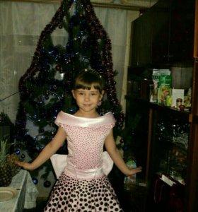 платье на девочку 5-7лет.