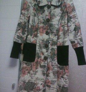 Лёгкое жаккардовое пальто