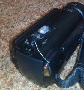Продам видеокамеру Samsung HMX-H300