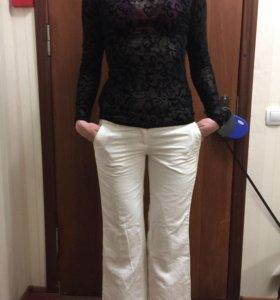 Белые брюки клёш и кофточка