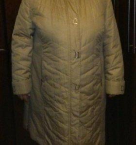 Пальто на подстежке с капюшоном.