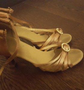 Танцевальные туфли для латино