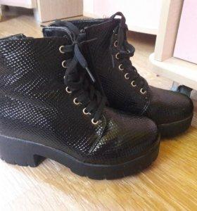 Ботинки для девочки 35 р новые