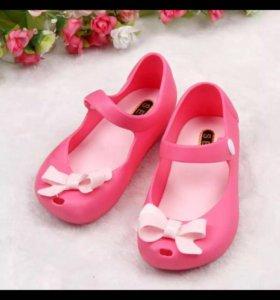 Новые летние туфельки для девочки 24р