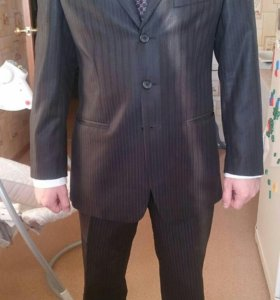 Мужской костюм с рубашкой.