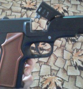 Игрушечный пистолет пугач