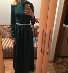 Платье на никах (возможно на прокат)