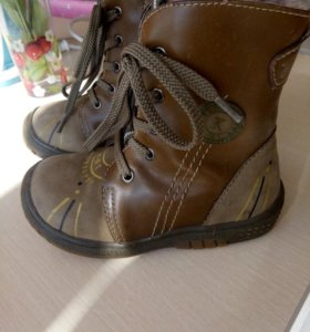 Зимние ботинки р. 25