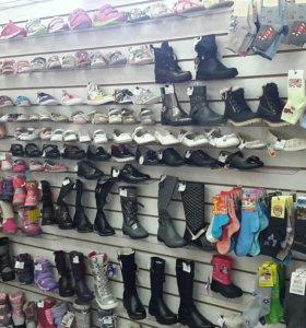 Продаю детскую обувь оптом.