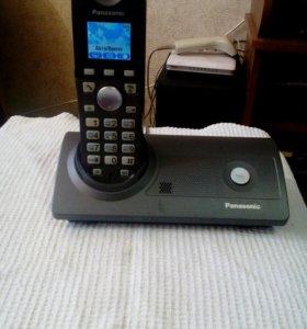 2 домашних телефона Panasonic