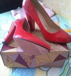 Туфли лак, новые размер 39