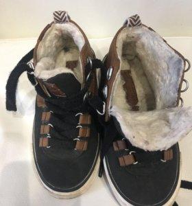2 пары красивой и хорошей обуви для мальчика