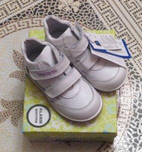 Новые ботинки 26р