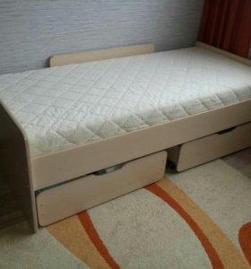Кровать в отличном состоянии с матрасом