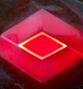 Светящийся логотип Рено