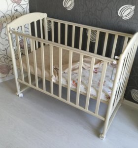 Кроватка детская, матрасик в подарок